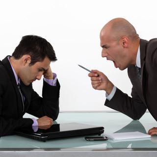 嫉妬深い上司のイジメは「心で毒づいて」交わすのが得策